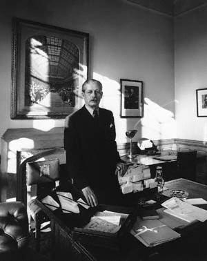 Macmillan Maurice Harold First Earl Of Stockton 18941986